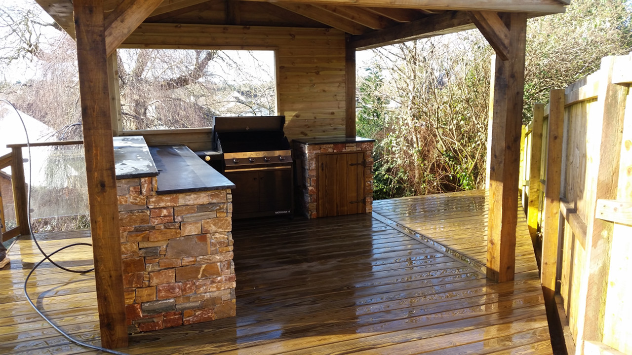 outdoor-enclosed-cooking-area-